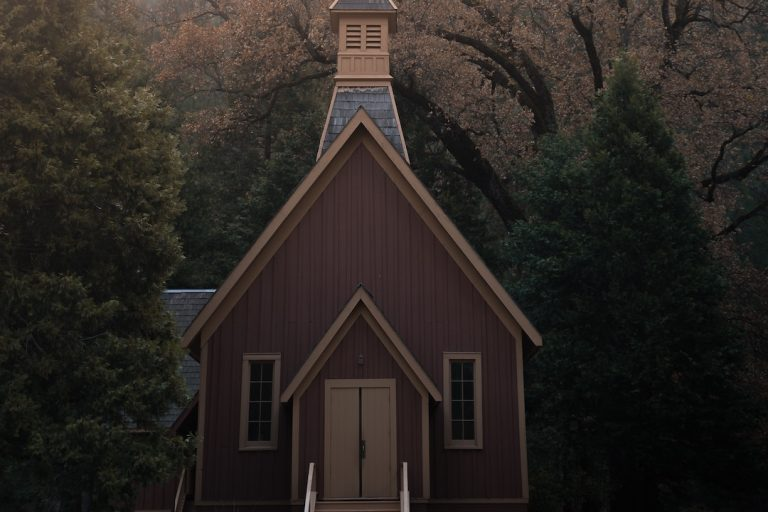 2 Examples of Engaging Church Website Photos